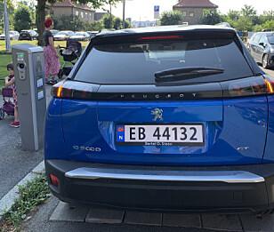 FAMILIEBIL: Peugeot e-2008 fungerer fint både til det daglige og til de lengre kjøreturene. Foto: Øystein B. Fossum