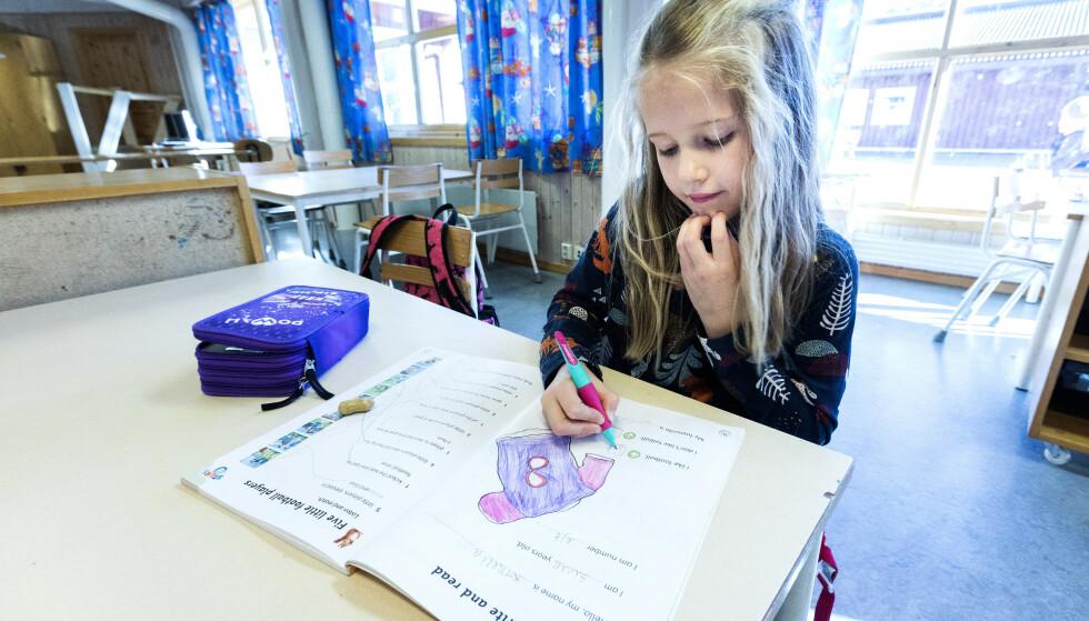 SMITTE ELLER SYMPTOMER: Se hvilke regler du skal følge om barnet ditt får symtpomer på forkjølelse, eller en i samme gruppe blir smittet av corona, enten det gjelder barnehage, barne- og ungdomsskole eller videregående skole. Foto: NTB Scanpix