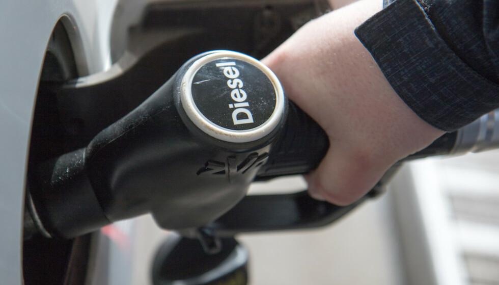 DÅRLIG RYKTE: En dieselbil er billigere å kjøre og slipper ut mindre av drivhusgassen CO2 enn en bensinbil. Det dårlige ryktet skyldes NO2-utslippet i byene. Foto: Rune Korsvoll