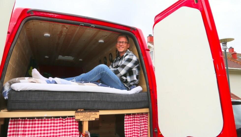 SELVGJORT: Henrik Sæther Sørheim har innredet en varebil på en måte som gjør den enkel å bo i på tur. Foto: Odd Roar Lange