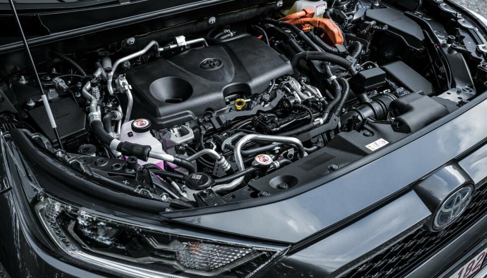 SAMME: Toyota med flere sverger til motor med Atkinson-sykluis i sine hybrider. Det er non-turbo-motorer med forholdsvis store motorvolumer, høy kompresjon men lavt uttak av moment og effekt. Foto: Toyota
