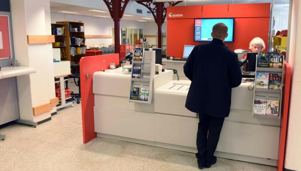 LEGGES NED: 25 postkontor skal legges ned i løpet av de neste to årene, blant annet denne postkontoret på Etterstad. Foto: Posten/ Birger Morken