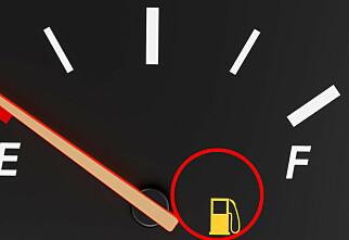 Hvor langt kan du kjøre når lampa lyser?