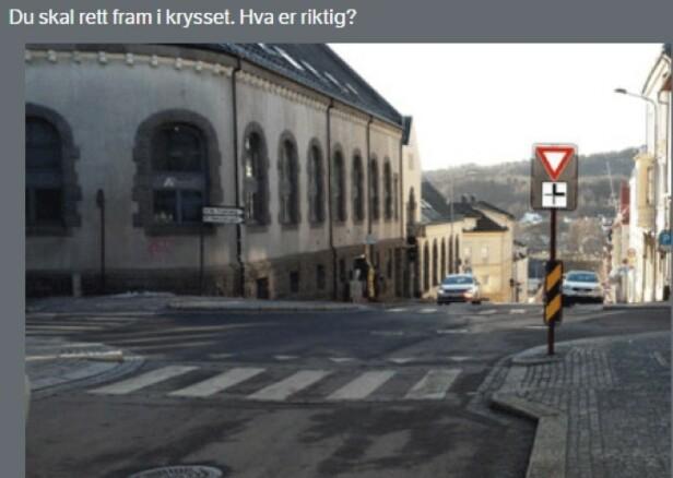 ALTERNATIVER: A) Skiltet gir meg forkjørsrett. B) Jeg har vikeplikt for trafikk fra venstre. C) Jeg har vikeplikt for møtende trafikk som skal til venstre. D) Møtende som vil svinge til venstre har vikeplikt for meg.