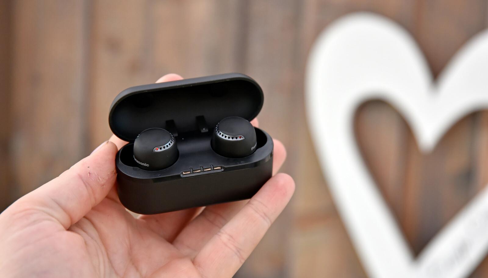 GOD DEBUT: RZ-S500W er Panasonics første trådløse ørepropper, og de leverer godt både på lyd og støydemping. Foto: Pål Joakim Pollen