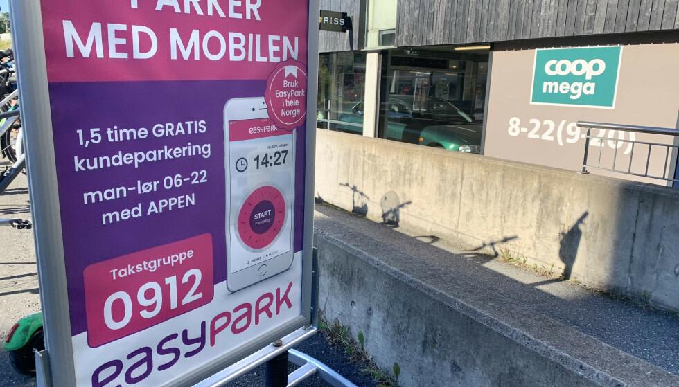 Det er mulig å lure til seg mer gratistid på slike parkeringsplasser, som i parkeringshuset tilhørende Hasle Torg i Oslo - men hvor lovlig er det egentlig? Foto: Øystein B. Fossum