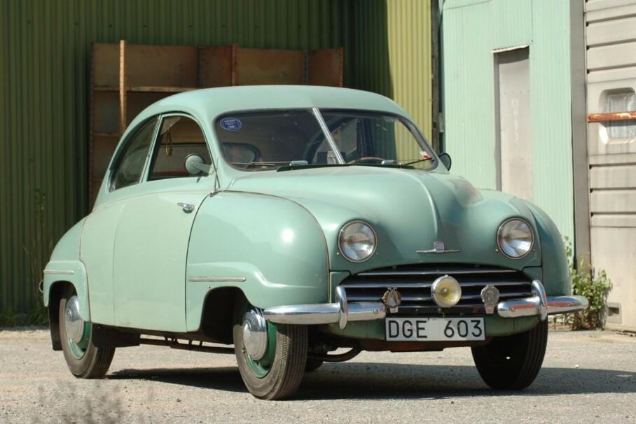 VERDENS ELDSTE: Dette skal være verdens eldste registrerte Saab. Det er bil nummer fire som ble bygget etter at flyprodusenten Svenska Aeroplan AB (SAAB) i 1947 bestemte seg for å prøve seg på bilproduksjon. Foto: Bilwebauctions