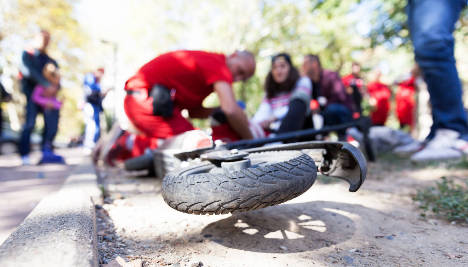 Hodeskader overrepresentert i ulykker med elektriske sparkesykler, avslører ny rapport. - Flaks at det ikke har gått liv, sier overlege. Foto: Shutterstock / NTB Scanpix