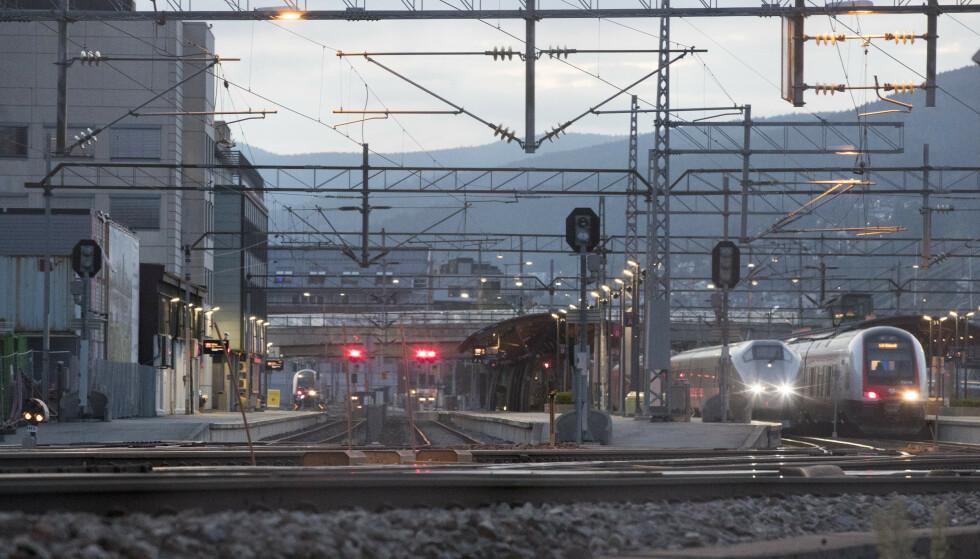 DRAMMEN STASJON: Førstkommende helg blir det arbeider på togstrekningen mellom Drammen og Kongsberg samt Kongsberg og Kristiansand. Foto: Terje Pedersen / NTB scanpix