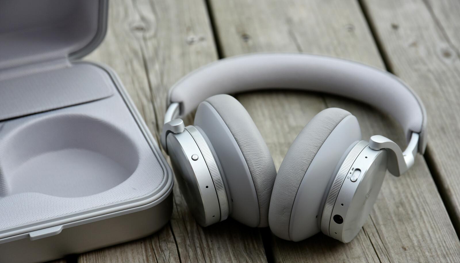 KNALLGODE: Det er liten tvil om at Beoplay H95 er et særdeles godt par med hodetelefoner. Men de har også en grusomt høy prislapp. Foto: Pål Joakim Pollen