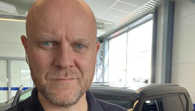 <strong>OPPGITT:</strong> Trond Veland er innehaver, daglig leder og selger for eget bruktbilfirma. Han fikk regelrett sjokk da han så pristilbudet fra verkstedet - over 9.200 kroner for en ny nøkkel til bilen. Foto: Privat