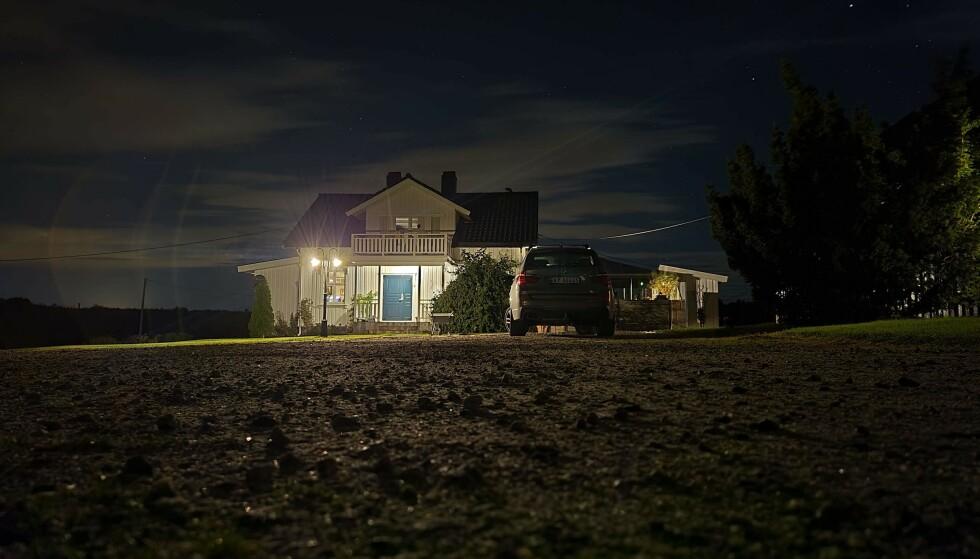 Nattbilde med 20 sekunders eksponering der telefonen stod på bakken. Foto: Pål Joakim Pollen