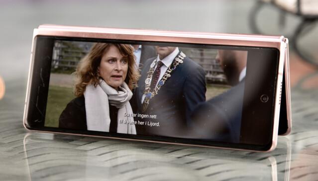 TELT: Her ser vi Netflix på den lille skjermen - i telt-modus. Sikkert kjekt på fly, for eksempel. Foto: Pål Joakim Pollen
