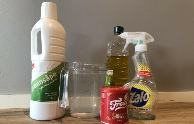 DØDELIG OPPSKRIFT: Mikser du grønnsåpe med vann, matolje, bakepulver og oppvaskmiddel, vil dette ta knekken på bladlusene. Ingrediensene er likevel milde og ufarlige for plantene. Foto: Linn Merete Rognø.