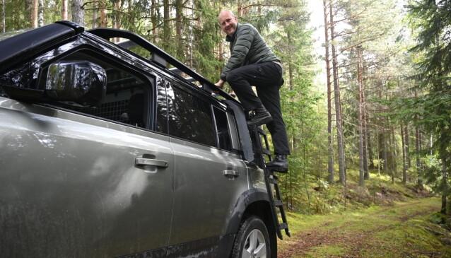 <strong>STIGE:</strong> Du kan kjøpe en utfoldbar stige som faktisk er ganske praktisk hvis du må opp på taket på bilen, som blir over to meter høy i høyeste posisjon. Foto: Rune M. Nesheim