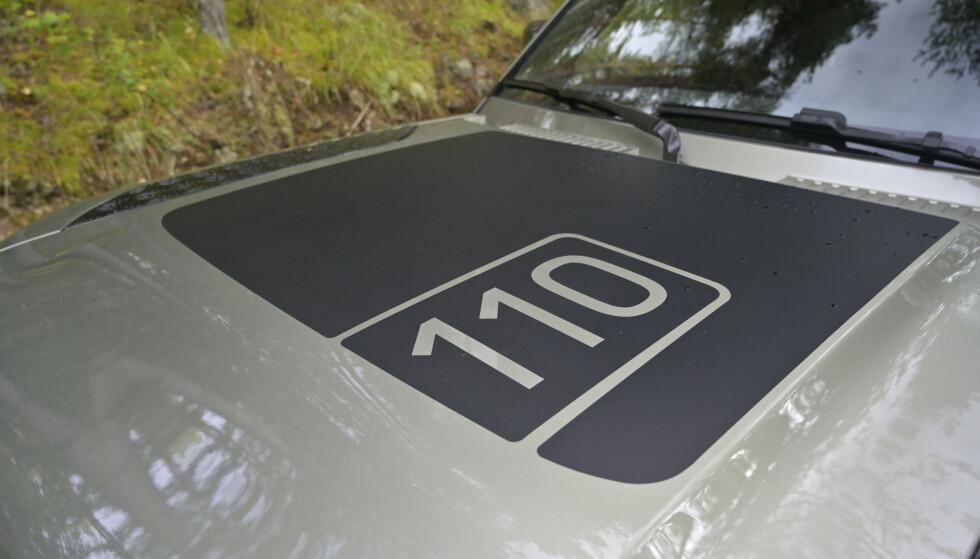 LANG VERSJON: Defender fås som før i 90 og 110-versjon. Pickup er borte. Panserdekoren følger med i pakken Explorer Pack. Foto: Rune M. Nesheim