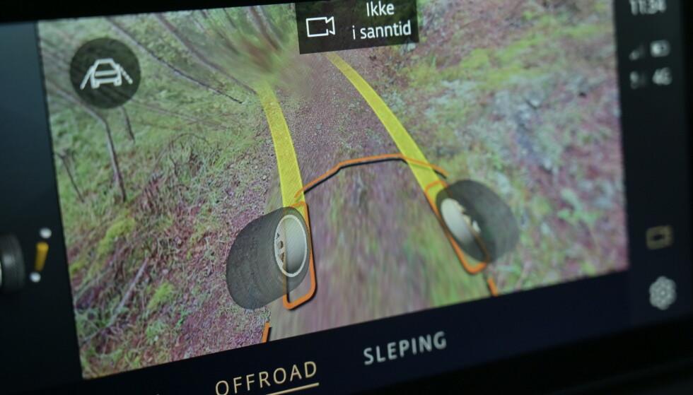 GOD IDE: Kameravisning for hvor forhjulene befinner seg er genialt, men kameravisningen har for dårlig oppløsning og nøyaktighet til at den kan brukes til presisjonsskjøring. Sjekk hvordan den virker i videoen over. Foto: Rune M. Nesheim