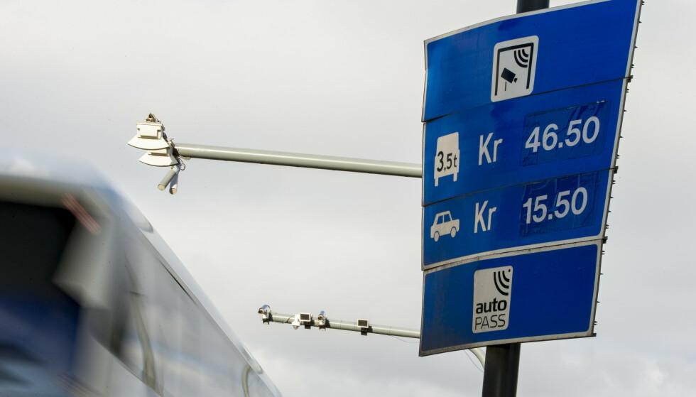 LAVERE TAKSTER? Regjeringens forslag til statsbudsjett for 2021 kan gi lavere takster på enkelte veistrekninger. Foto: NTB