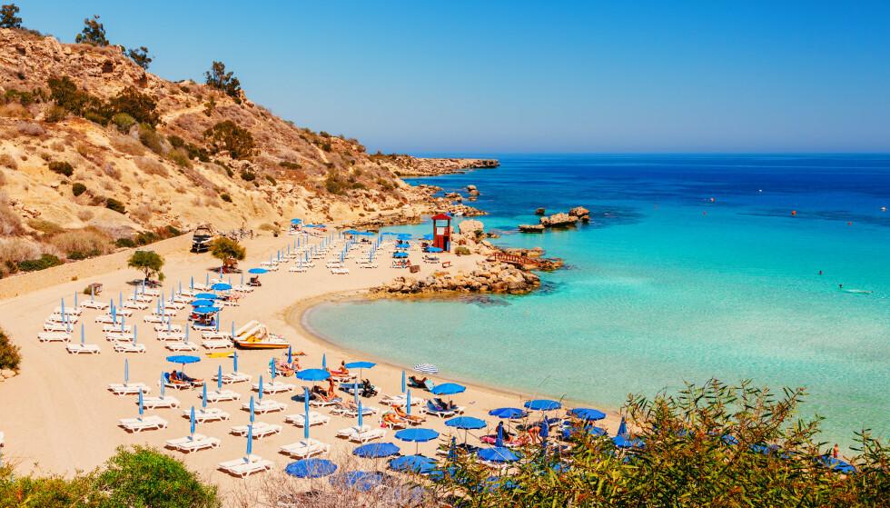 AYIA NAPA: Kypros er gult og ønsker nordmenn velkommen. Utfordringen er å komme seg dit. Foto: Shutterstock/NTB