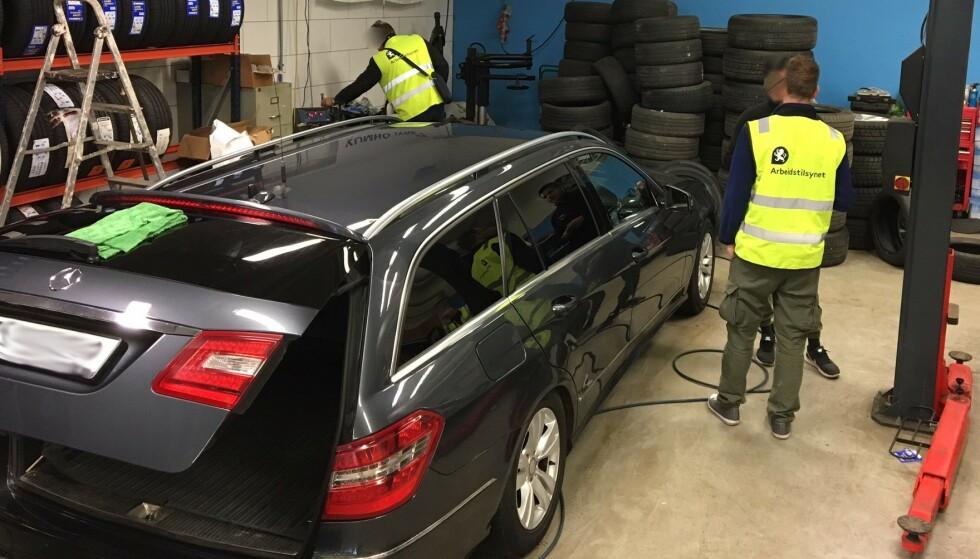 PRIS VERSUS KVALITET: Mange bilister sier at pris er det viktigste når bilen skal fikses. Det bekymrer Arbeidstilsynet. Foto: Arbeidstilsynet