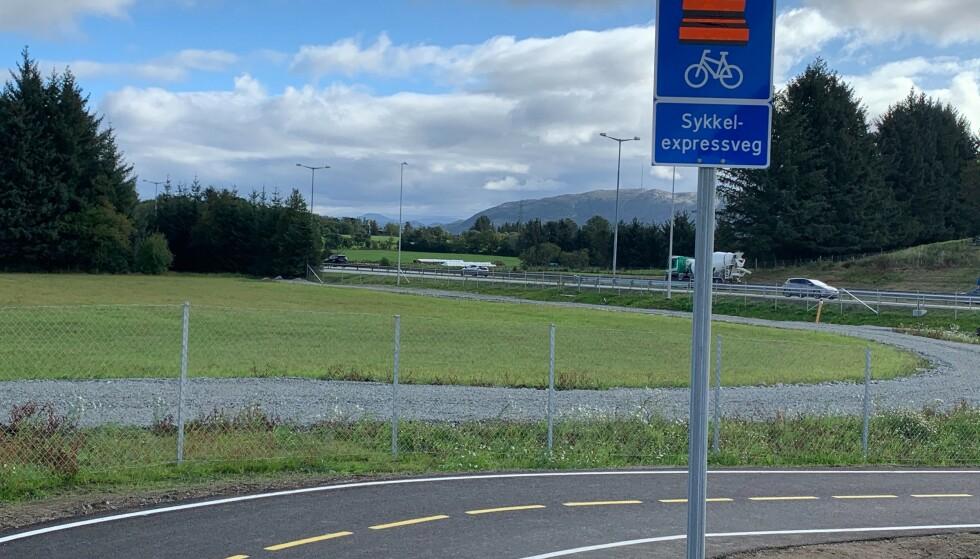 SIDE OM SIDE: Sykkelmotorveien og bilmotorveien skal følge hverandre helt fra Stavanger til Sandnes, noe som inviterer til fart og effektivitet uansett kjøretøy. Foto: Eilin Lindvoll