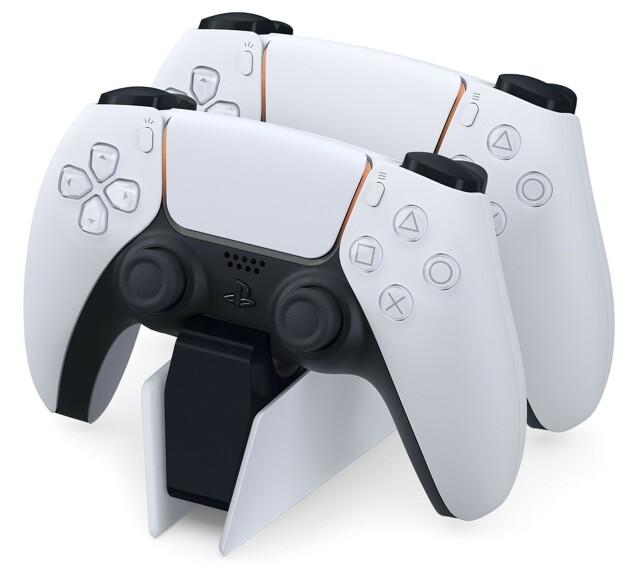 En ekstra DualSense-kontroller og ladestasjon til to vil til sammen koste deg en drøy tusenlapp ekstra. Foto: Sony