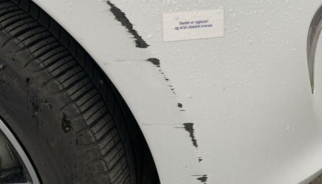 <strong>REGISTRERT SKADE:</strong> Vy Bybil har merket av skader som allerede er registrert. Foto: Øystein B. Fossum