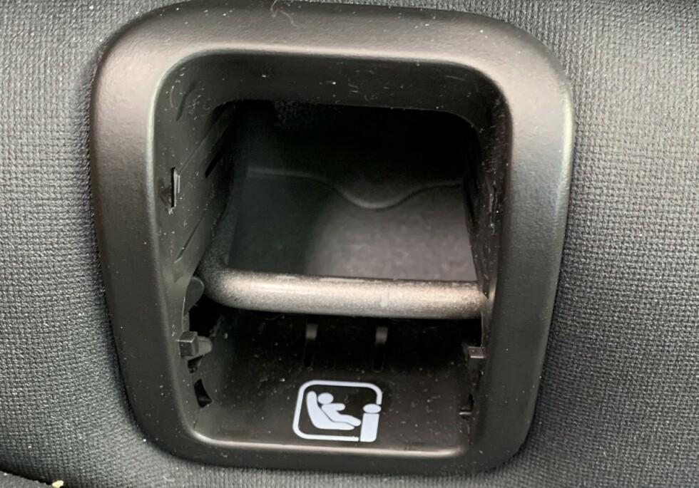 TRE BARNESTOLER? Det er Isofix-fester både i passasjerstolen og i de to ytre plassene baki bilen. Foto: Øystein B. Fossum