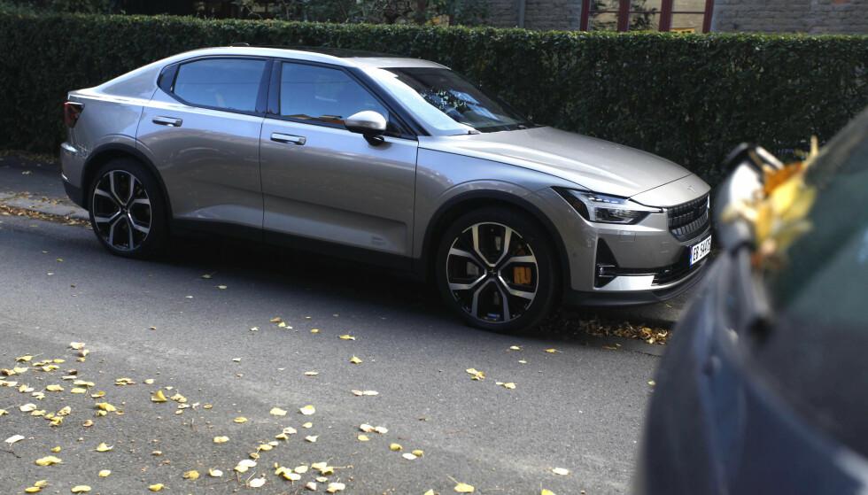 STRØMLINJEFORMET: Ifølge utsagnet til Volvo-sjefen vil nok den nye elbilen ligne mer på Polestar 2 (bildet) enn på Volvo XC40. Foto: Øystein B. Fossum