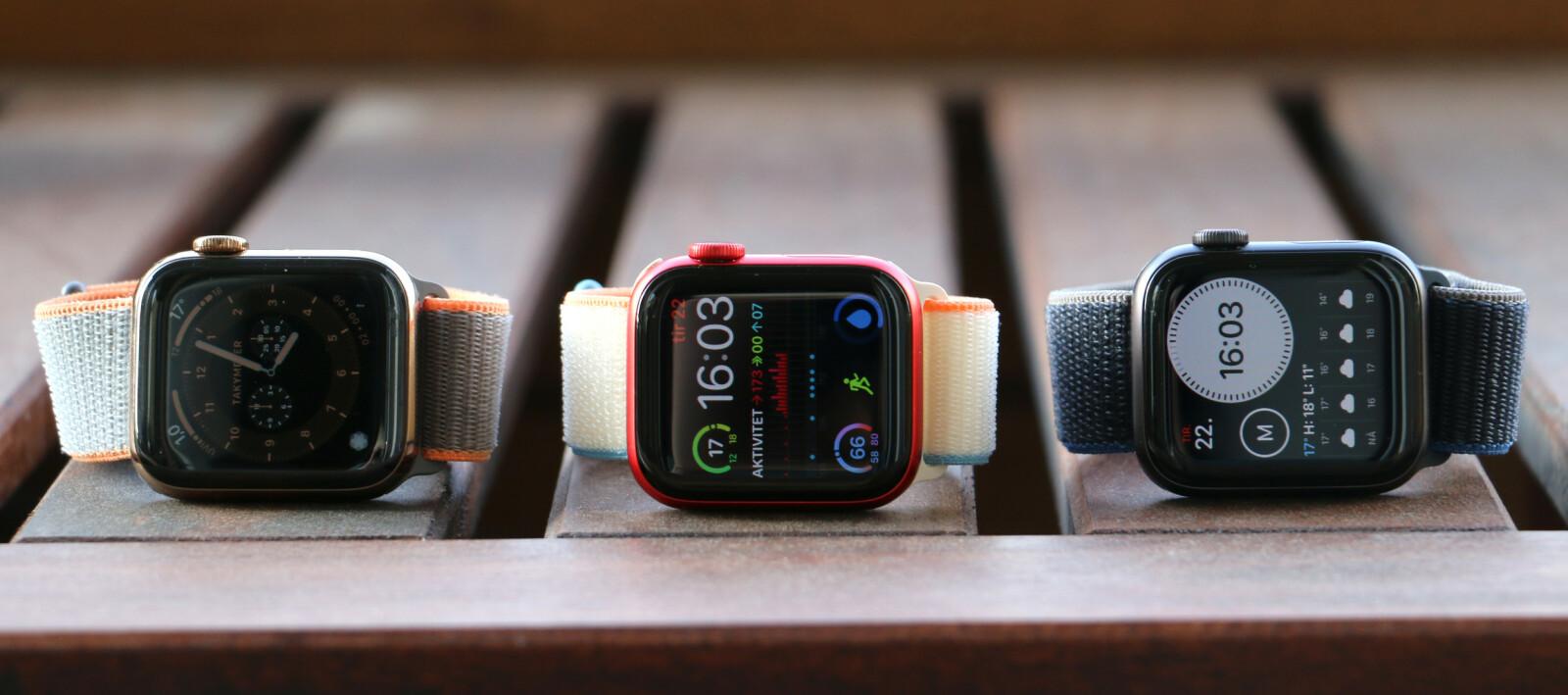 <strong>SAMME DESIGN:</strong> Det er så godt som umulig å se forskjell på Apple Watch Series 5 (til venstre), Series 6 (i midten) og SE (til høyre). Fargen kan dog avsløre dem. Foto: Kirsti Østvang