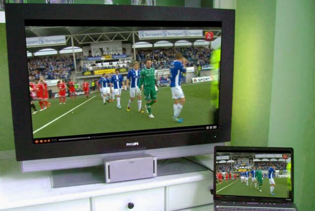 <strong>GAMMEL TV:</strong> Her har vi koblet en bærbar PC til en eldre TV. Det er svært enkelt og både lyd og bilde overføres via HDMI-kabelen. Foto: Dinside
