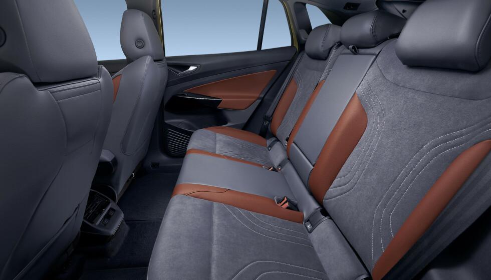 <strong>GOD PLASS:</strong> Selv ID.3 har bra plass i baksetene. I den mer familiorienterte SUV-en er det enda bedre plass. Foto: VW