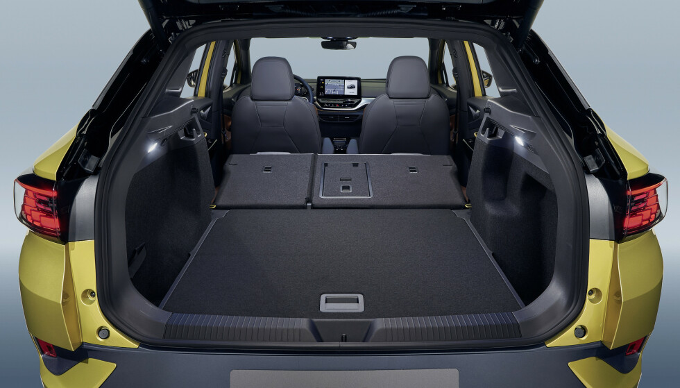 FLATT GULV: Det er ingenting av det elektriske systemet som tar opp plass i bagasjerommet op ID.4. Foto: VW