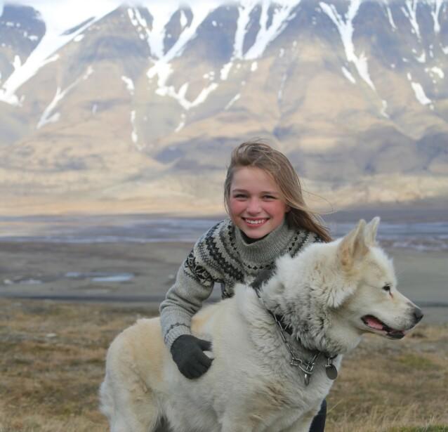 <strong>Svalbard venter:</strong> Det er god plass på Svalbard denne høsten, og barnefamilier kan få bli med på hundekjøring i flotte omgivelser. Foto: Green Dog Svalbard