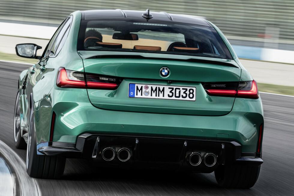 <strong>KRAFTIG:</strong> Hekkdifuseren er godt markert og M3 er lett gjenkjennelig med de fire pottene. Foto: BMW