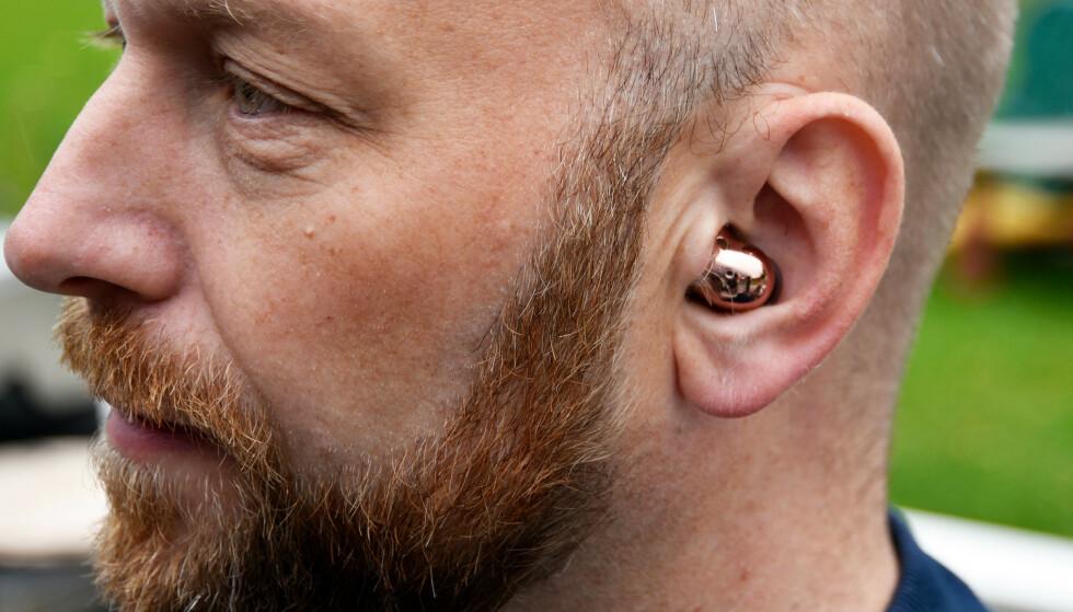 <strong>KOMFORTABLE:</strong> Få trådløse ørepropper ligger like komfortabelt i ørene våre som Buds Live. Foto: Pål Joakim Pollen