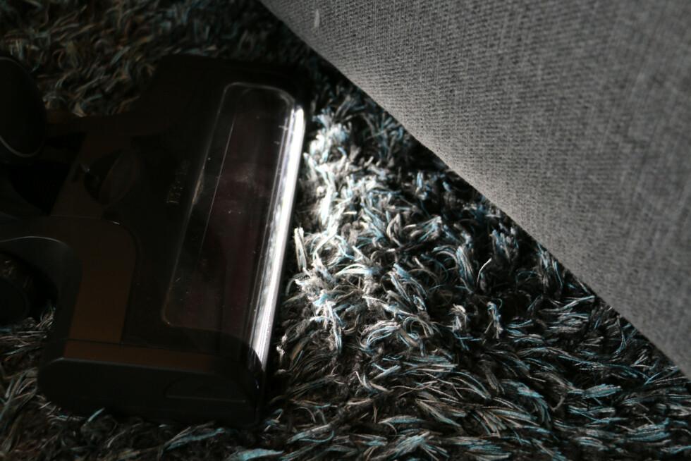 Her er det også et LED-lys som gjør at det er enkelt å se hvor mye støv og skitt det er på gulvet.