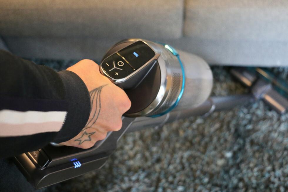 Støvsugeren har et display som viser hvilken hastighet du bruker. Her får du også beskjed om filteret må byttes.
