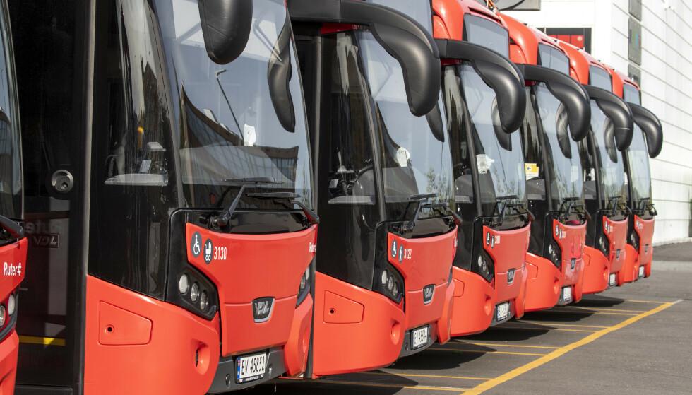 BUSSTREIK: Unibuss' busser står parkert på Ulven i Oslo. Foto: Terje Pedersen / NTB