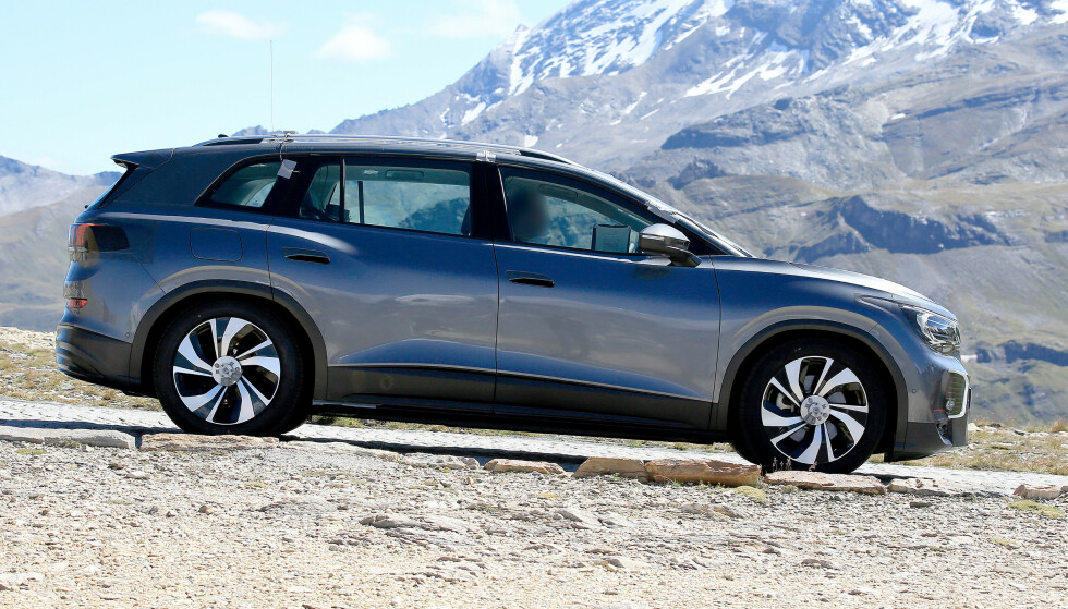 <strong>SPIONBILDE:</strong> Volkswagens nye Tesla-konkurrent ble avslørt av fotografer i Alpene.