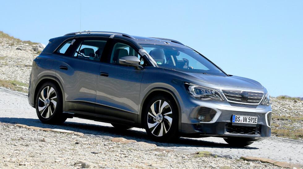 <strong>SPIONBILDER:</strong> Her er VW ID.6 på prøvetur i Alpene, tidligere i september.