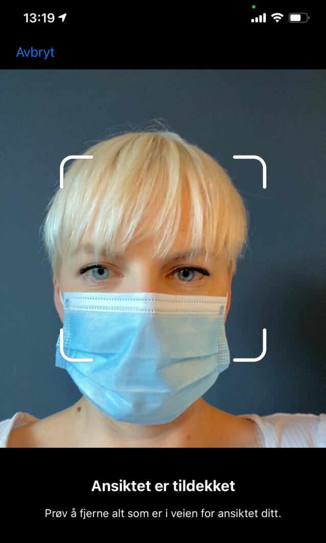 SKAL IKKE GÅ: Denne meldingen får du om du prøver å registrerer ansiktet ditt med munnbind på iPhone. Skjermbilde: Kirsti Østvang