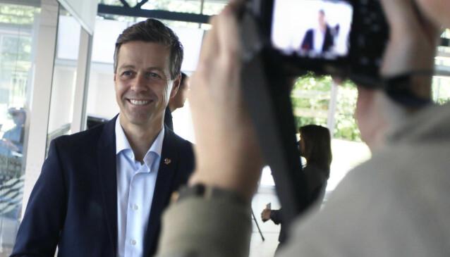<strong>GÅR FOR ELBILER:</strong> Samferdselsminister Knut Arild Hareide mener forslaget til statsbudsjett 2021 bidrar til målet om bare å selge elbiler i 2025. Foto: Øystein B. Fossum
