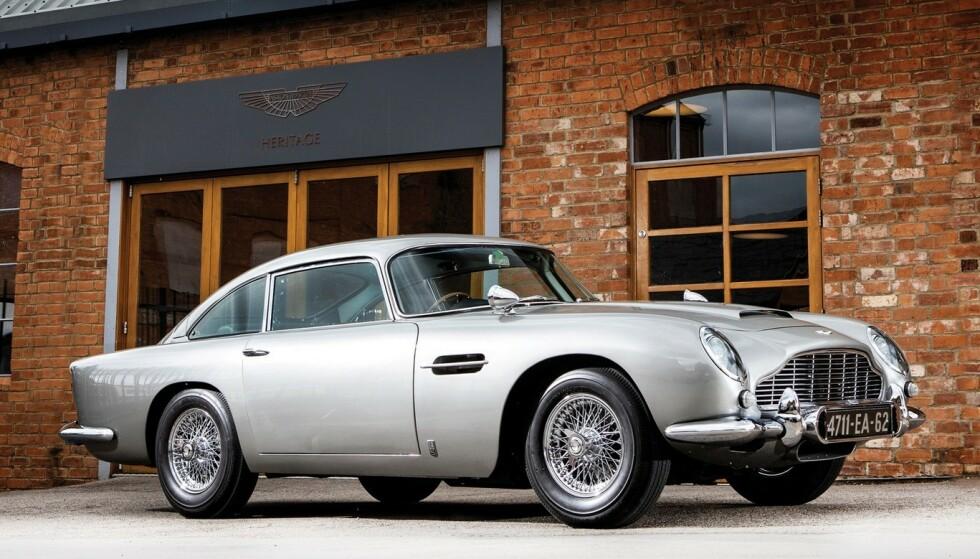 <strong>LEGENDARISK LEKETØY:</strong> Aston Martin DB5 ble bygget fra 1963 til 1966 og ble berømt i Bond-filmen Goldfinger. De 25 nye bilene som nå bygges blir et svært ettertraktet leketøy for de få heldige som kan punge ut med 32 millioner kroner pluss avgifter. Foto: Aston Martin