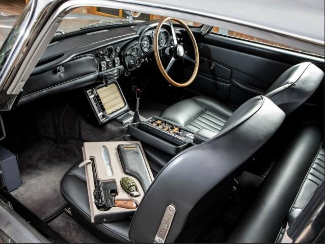 <strong>«DIRTY TRICKS»:</strong> Den nye bilen har alt det gamle utstyret for «skitne triks» som originalen til James Bond hadde i filmen Goldfinger. Foto: Aston Martin