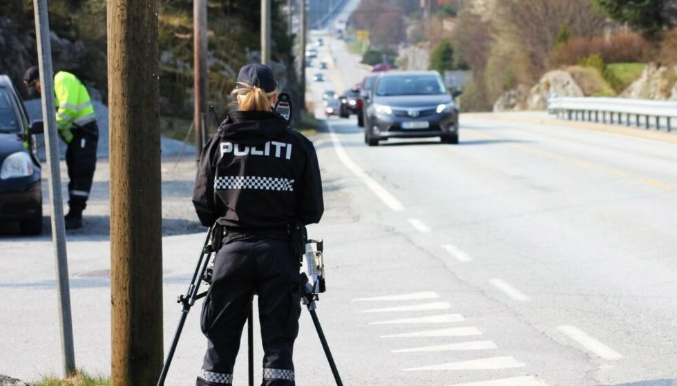 <strong>FART, RUS OG UOPPMERKSOMHET:</strong> Dette er de tre viktigste oppgavene når det gjelder politiets jobb med trafikksikkerhet. Mobilbruk bak rattet er vanskelig å bevise med bare et bilde, fastslår Politidirektoratet. Foto: Politiet