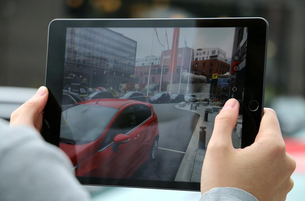 Kameraene på 8. generasjon iPad er i beste fall helt greie. Du vil bruke mobilen til å ta ordentlige bilder, men til videosamtaler er det kurant. Plasseringen av frontkameraet gir imidlertid litt uheldige vinkler i landskapsmodus.
