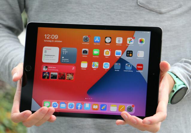 iPad har en skjerm på 10,2 tommer med en oppløsning på  2160 x 1620. Fin og skarp, om enn ikke den mest avanserte Apple har å by på.