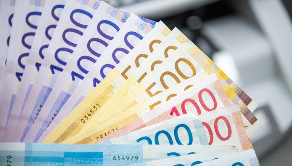 MILLIONÆR PÅ TIPPING? Lotto er folkespillet i Norge, men det er Eurojackpot som har de største premiene, fulgt av Vikinglotto, deretter Lotto. Vinnersannsynligheten for førstepremien er imidlertid best i Lotto, av de nevnte spillene. Husk at du også kan vinne millionpremie på panteflaskene dine - og du kan vinne opptil 100.000 kroner på returkartongene. Foto: NTB scanpix