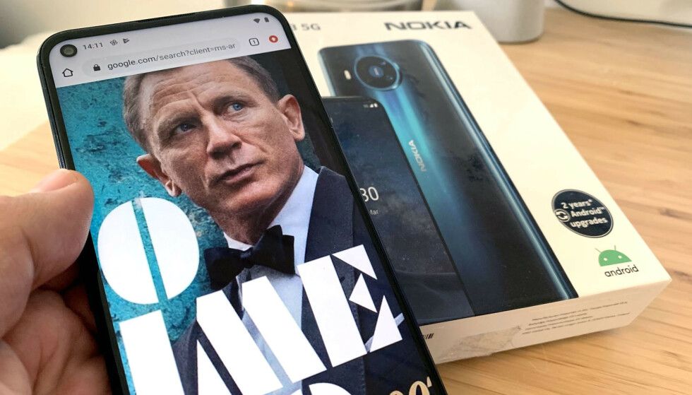NO TIME TO DIE: Tittelen på den nye James Bond-filmen gjenspeiles egentlig best i batteritiden på Nokia 8.3. Foto: Bjørn Eirik Loftås